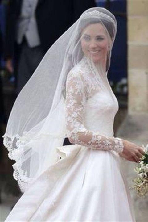 12bf6f6744 Kate Middleton, l'abito da sposa è stato copiato: stilista inglese ...
