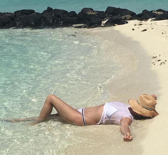 Cindy Crawford, Nicole Kidman... sexy cinquantenni alla prova bikini